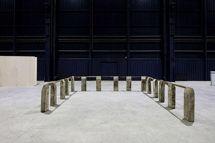 Kishio Suga Perimeter, 1985/1989. Courtesy dell'artista, Tomio Koyama Gallery, Tokyo e Pirelli HangarBicocca, Milano Foto: Agostino Osio