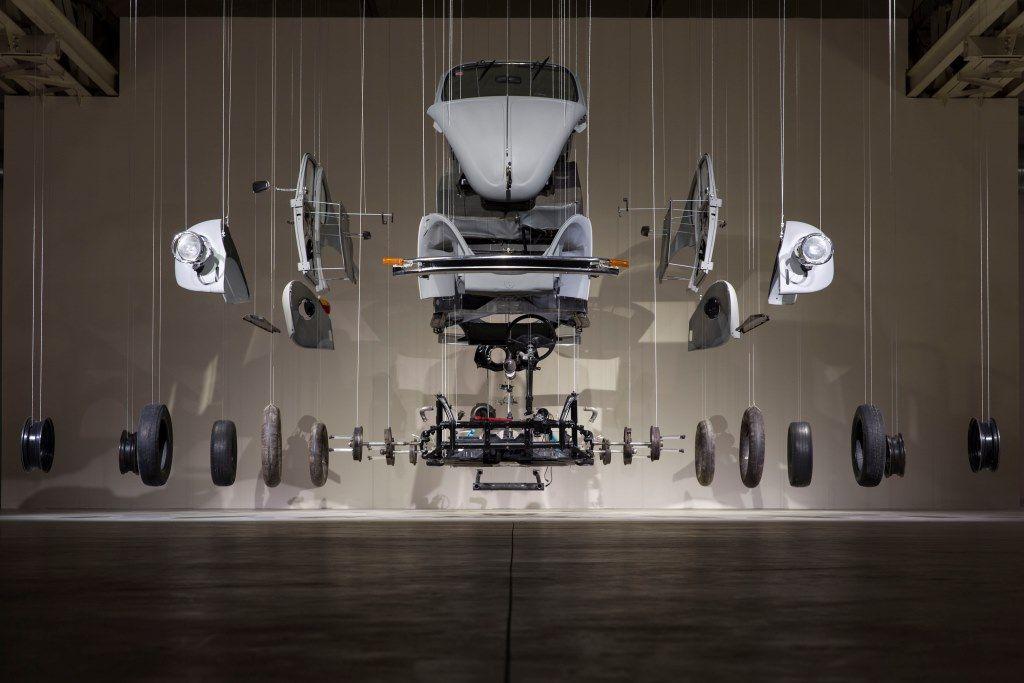 Damián Ortega Cosmic Thing, 2002 Foto: Agostino Osio Courtesy Fondazione HangarBicocca, Milano