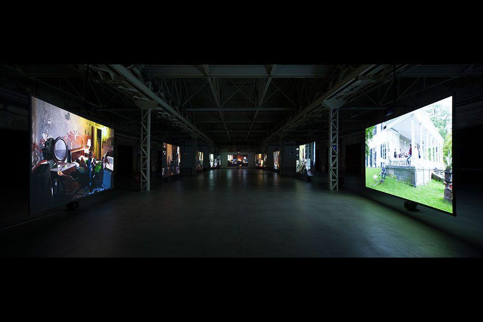 Ragnar Kjartansson, The Visitors, 2013. Veduta dell'installazione, Pirelli HangarBicocca, Milano. Courtesy Pirelli HangarBicocca, Milano. Foto Agostino Osio.