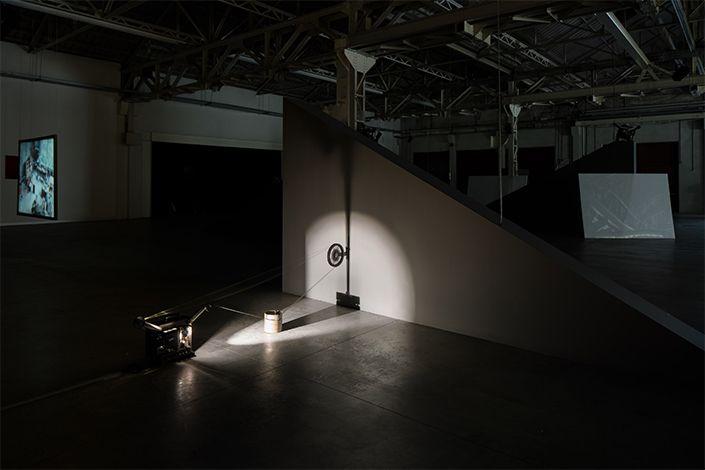 Rosa Barba, From Source to Poem to Rhythm to Reader, exhibition view at Pirelli HangarBicocca, Milan, 2017. Courtesy of the artist and Pirelli HangarBicocca, Milan. Photo: Agostino Osio