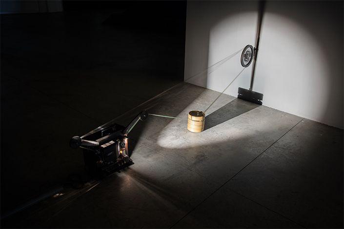 Rosa Barba, Boundaries of Consumption, 2012; installation view at Pirelli HangarBicocca, Milan, 2017. Courtesy of the artist and Pirelli HangarBicocca, Milan. Photo: Agostino Osio