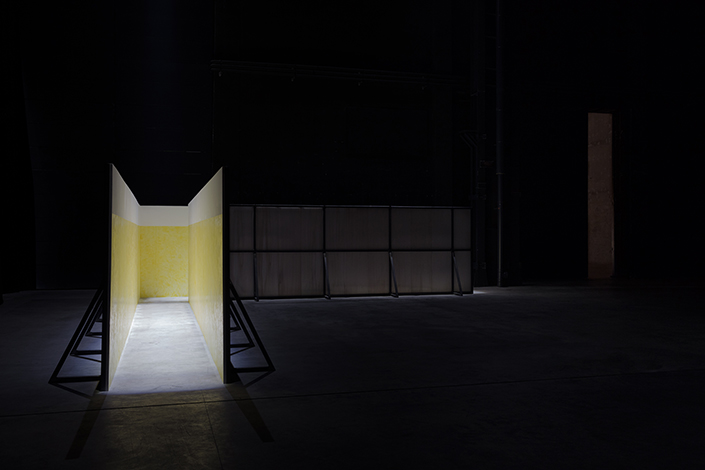 Miroslaw Balka, Soap Corridor, 1995 Installation view at Pirelli HangarBicocca, Milan, 2017. Courtesy of the artist and Pirelli HangarBicocca, Milan. Photo: © Attilio Maranzano
