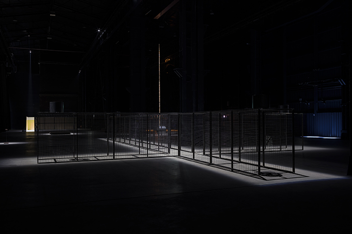 "Miroslaw Balka, ""CROSSOVER/S"", exhibition view at Pirelli HangarBicocca, Milan, 2017. Courtesy of the artist and Pirelli HangarBicocca, Milan. Photo: © Attilio Maranzano"