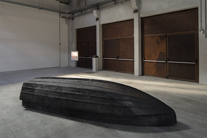 Giorgio Andreotta Calò Volver, 2008 Installation view at Pirelli HangarBicocca, Milan, 2019. Courtesy of the artist; ZERO…, Milan, and Pirelli HangarBicocca. Photo: Agostino Osio