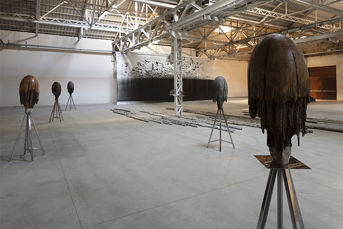 Giorgio Andreotta Calò Medusa (B), 2014 Installation view at Pirelli HangarBicocca, Milan, 2019. Courtesy of the artist and Pirelli HangarBicocca. Photo: Agostino Osio