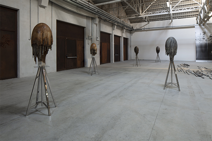Giorgio Andreotta Calò Meduse, 2014-2018 Installation view at Pirelli HangarBicocca, Milan, 2019. Courtesy of the artist and Pirelli HangarBicocca. Photo: Agostino Osio
