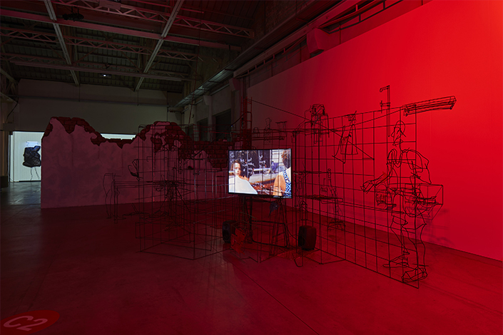 "Neïl Beloufa Exhibition view, ""Digital Mourning"", Pirelli HangarBicocca, Milan, 2021 Courtesy the artist and Pirelli HangarBicocca, Milan Photo: Agostino Osio"