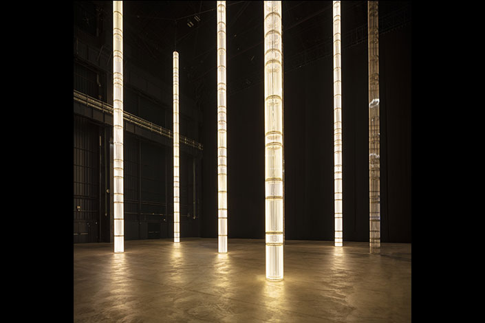 Cerith Wyn Evans, StarStarStar/Steer (totransversephoton), 2019 Installation view at Pirelli HangarBicocca, Milan, 2019. Courtesy of the artist; White Cube and Pirelli HangarBicocca. Produced with the technical support of INELCOM, Madrid. Photo: Agostino Osio