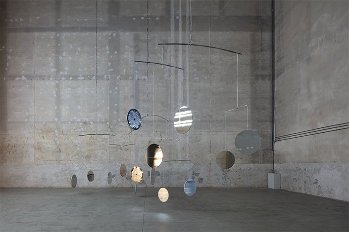 Cerith Wyn Evans, C=O=N=S=T=E=L=L=A=T=I=O=N (I call your image to mind), 2010 Installation view at Pirelli HangarBicocca, Milan, 2019. Courtesy of the artist; Maja Hoffmann/Luma Foundation and Pirelli HangarBicocca. Photo: Agostino Osio