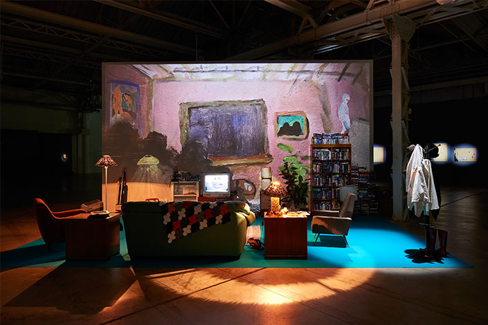 """Trisha Baga There's NO """"I"""" in Trisha, 2005-2007/2020, veduta dell'installazione, Pirelli HangarBicocca, Milano, 2020. Courtesy dell'artista e Pirelli HangarBicocca, Milano Foto: Agostino Osio"""
