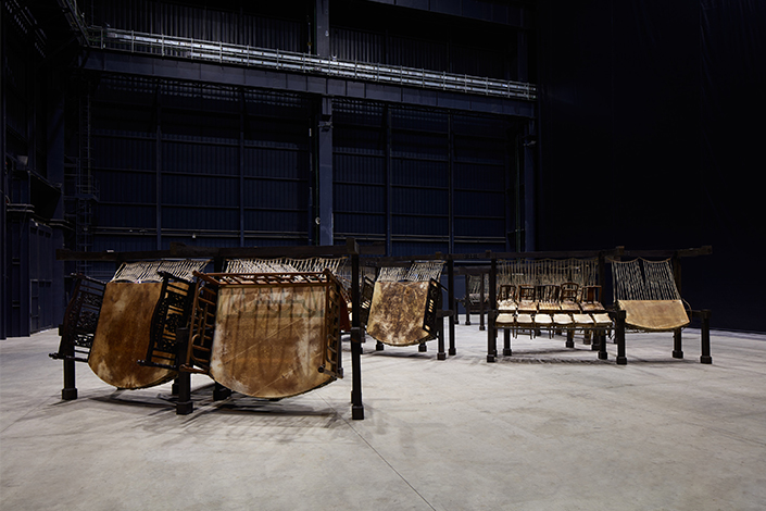 Chen Zhen Jue Chang, Dancing Body – Drumming Mind (The Last Song), 2000 Installation view, Pirelli HangarBicocca, Milan, 2020 PINAULT COLLECTION © Chen Zhen by ADAGP, Paris Courtesy Pirelli HangarBicocca, Milan Photo: Agostino Osio