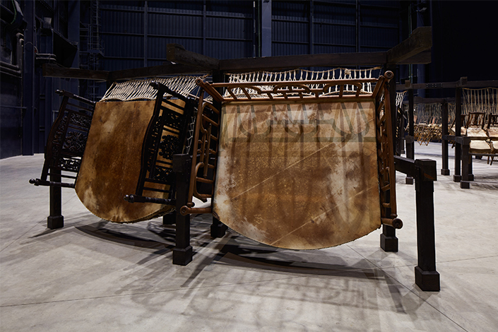 Chen Zhen Jue Chang, Dancing Body – Drumming Mind (The Last Song), 2000 (detail) Installation view, Pirelli HangarBicocca, Milan, 2020 PINAULT COLLECTION © Chen Zhen by ADAGP, Paris Courtesy Pirelli HangarBicocca, Milan Photo: Agostino Osio