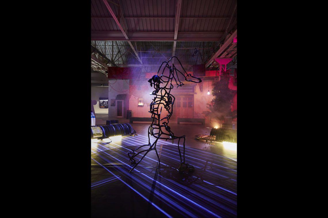 Neïl Beloufa Domination, 2019 Veduta dell'installazione, Pirelli HangarBicocca, Milano, 2021 Courtesy Neïl Beloufa Studio e Pirelli HangarBicocca, Milano Foto: Agostino Osio