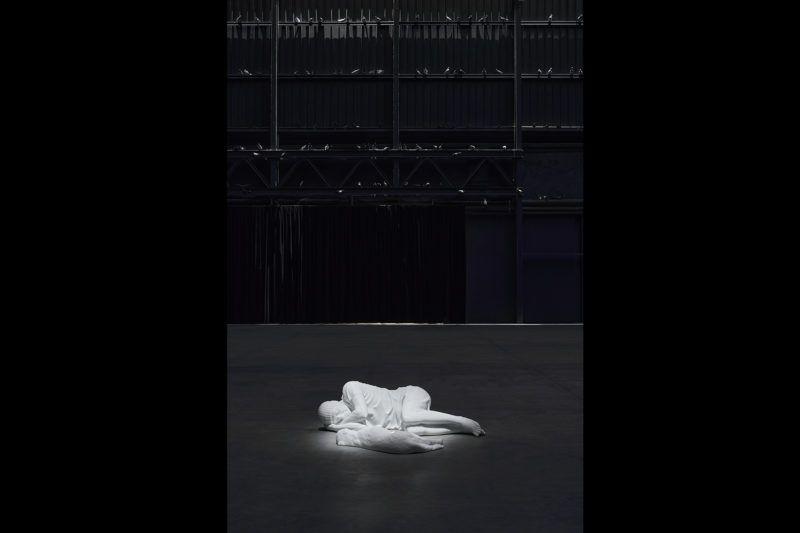 "Maurizio Cattelan Veduta della mostra, ""Breath Ghosts Blind"", Pirelli HangarBicocca, Milano, 2021 Courtesy l'artista e Pirelli HangarBicocca, Milano Foto: Agostino Osio"
