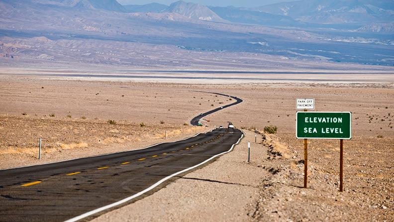 Una fashion blogger, un fotografo automotive e una Bentley nella Death Valley