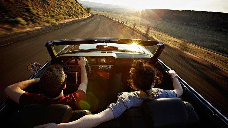Una giovane coppia on the road
