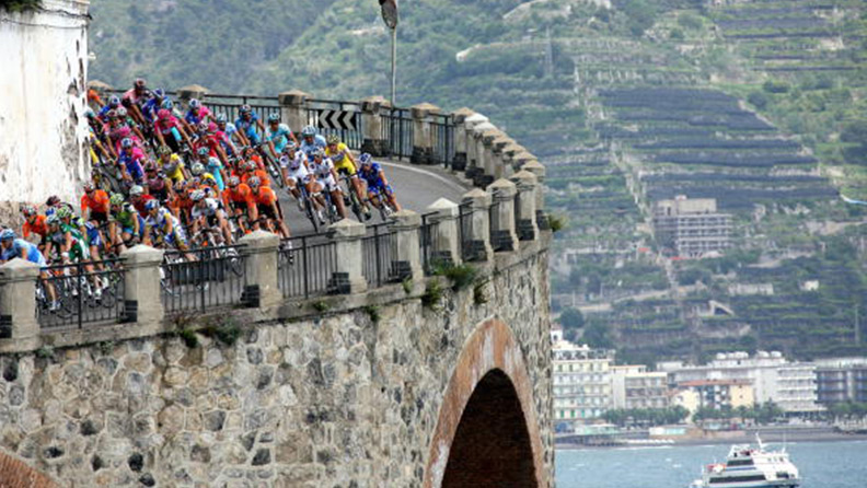 The spectacular serial nature of the Giro 01