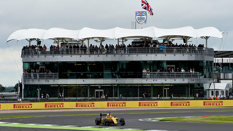 Silverstone: an extreme test for the tyres