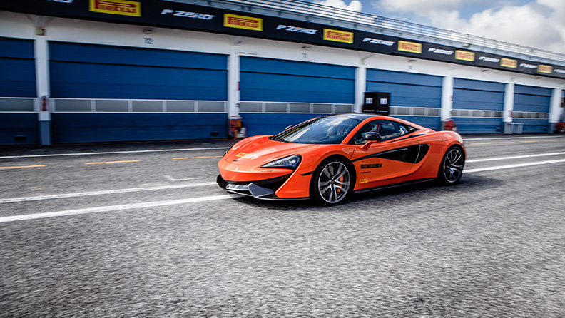 F1, novità 2018, gli hot laps di Pirelli 03