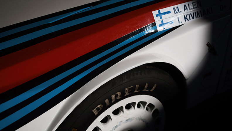 Red, light blue and dark blue: the colours of motorsport 03