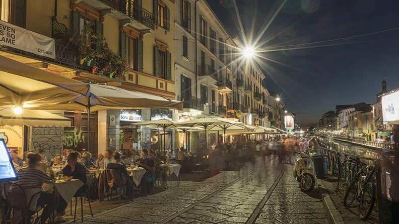 Esperienza in e-bike a Milano: percorsi notturni lungo i Navigli