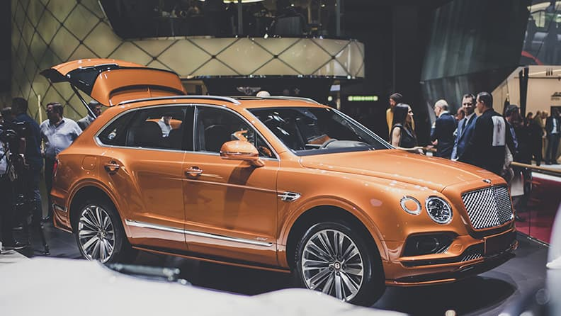 Fast driving in super SUVs - Bentley Bentayga