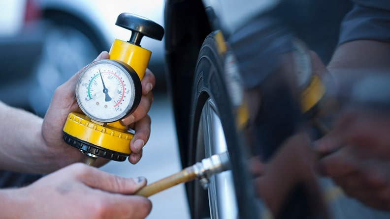 How, where and when to measure the pressure of your tyres 01