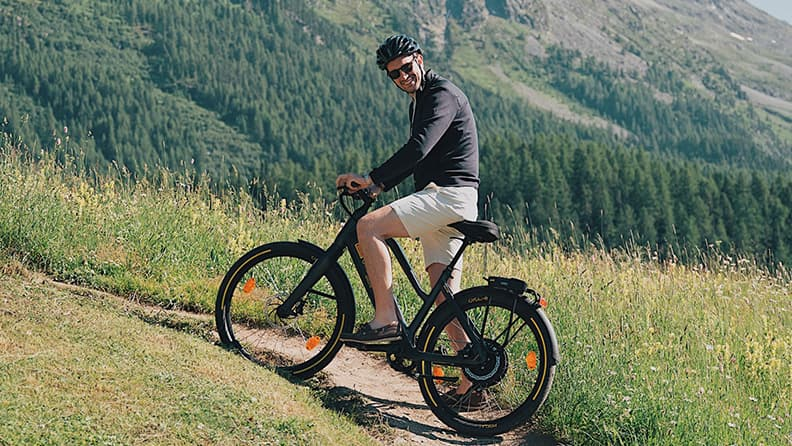 From the mountains to the city: a Pirelli e-bike adventure 02