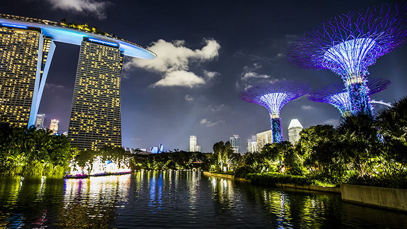 Singapore: where the nights are hot and red 01