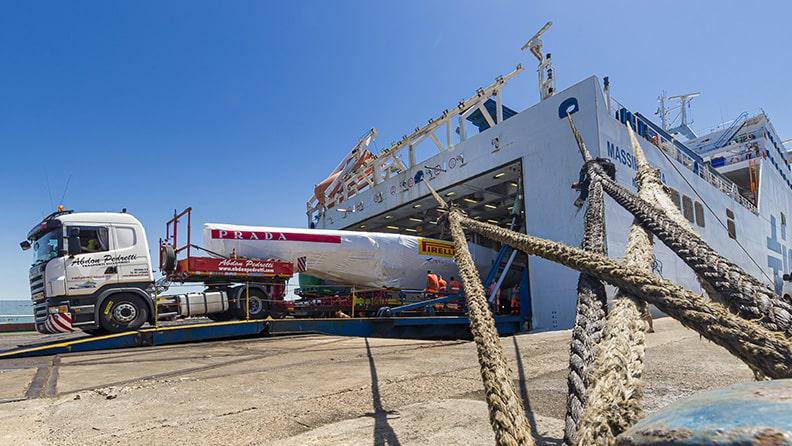Sailing on ashphalt, Luna Rossa's first voyage 03