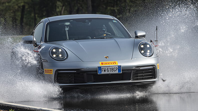 What aquaplaning is and how to deal with it