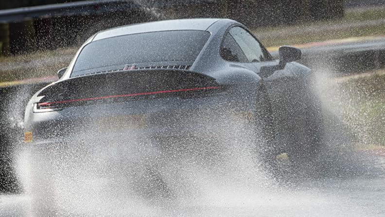 Ocho consejos para conducir bajo la lluvia 02