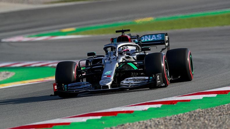 F1, sosta lunga e test: la Mercedes resta favorita 01