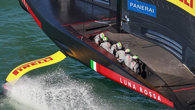 Luna Rossa, the crew guarantees control