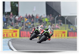 Jonathan Rea & Tom Sykes action